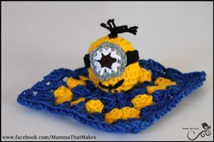 Assemble the Minions! 10 Free Minions Crochet Patterns #minioncrochetpatterns Minion Mini Snug on Mamma That Makes - free Minons crochet patterns roundup on Moogly! #minioncrochetpatterns