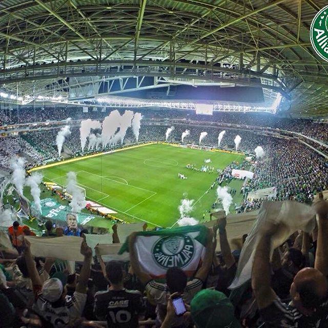 Neste exato momento há uma semana, o coração de milhões de pessoas pulsava rapidamente sem parar... Horas depois, o Palmeiras estava sendo TRI CAMPEÃO!