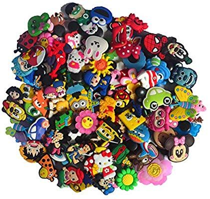 4d933537d Amazon.com  100pcs Shoe Charms for Jibbitz Croc Wrist Bracelet Band Party  Gifts (100pcs shoe charms)  Shoes