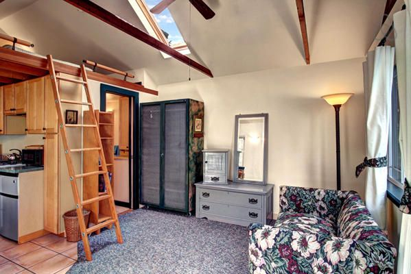 Fremont Cozy Cottage In Seattle Small Apartment Bedrooms Studio Apartment Renting A House
