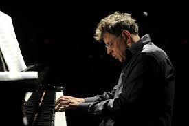 Julio suena a #PhilipGlass. Posiblemente uno de los mejores compositores de música para el cine
