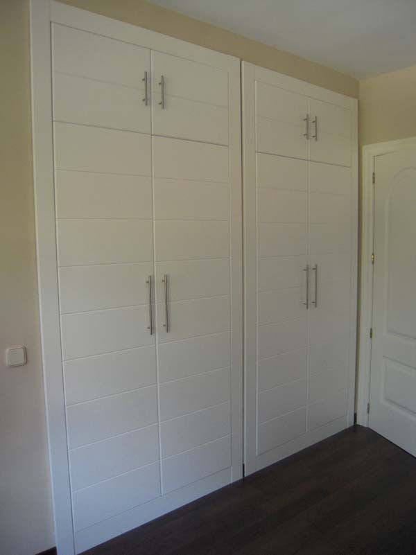 Frentes de armario lacados con 12 lineas horizontales y - Armarios lacados en blanco ...
