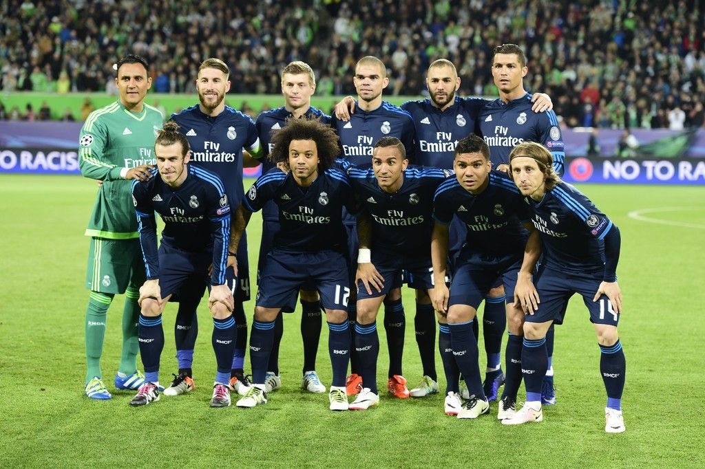 Real Madrid Players Pose Prior To The Uefa Champions League Quarter Final First Leg Football Match Uefa Champions League Real Madrid Players Champions League