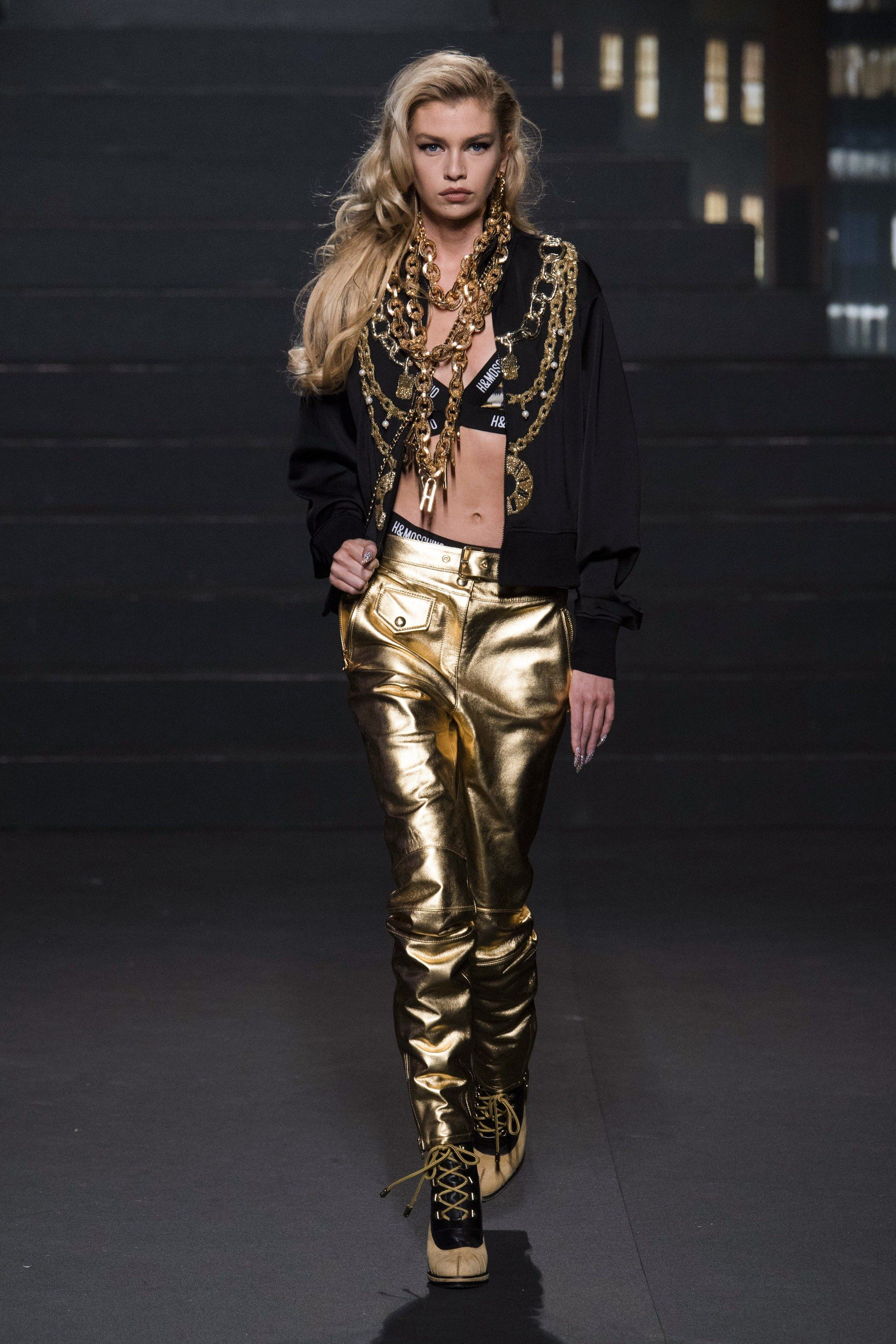 H M x Moschino Spring 2019 Ready-to-Wear Fashion Show in 2019 ... 0f39e554581