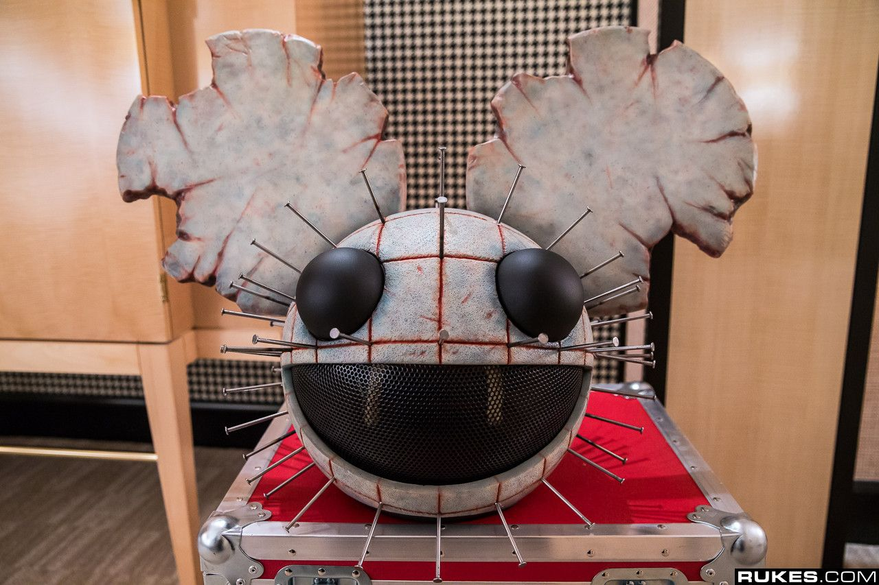 A Really Cool Deadmau5 Helmet Crafts Diy Crafts Fan