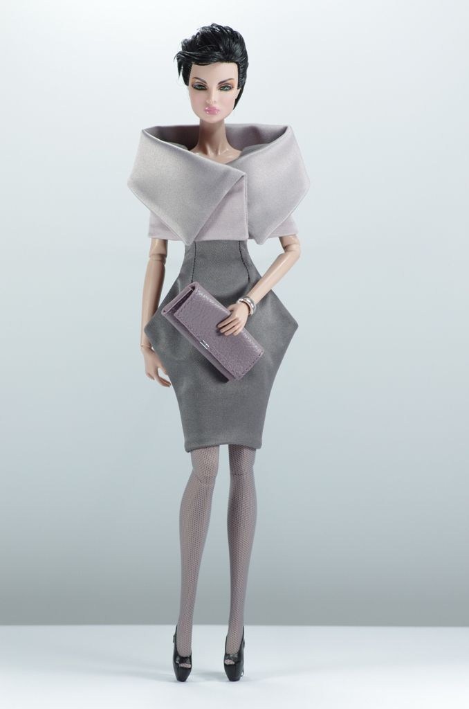set3. Nina (FR2) include: dress, mantle, purse, bracelet, stockings, shoes