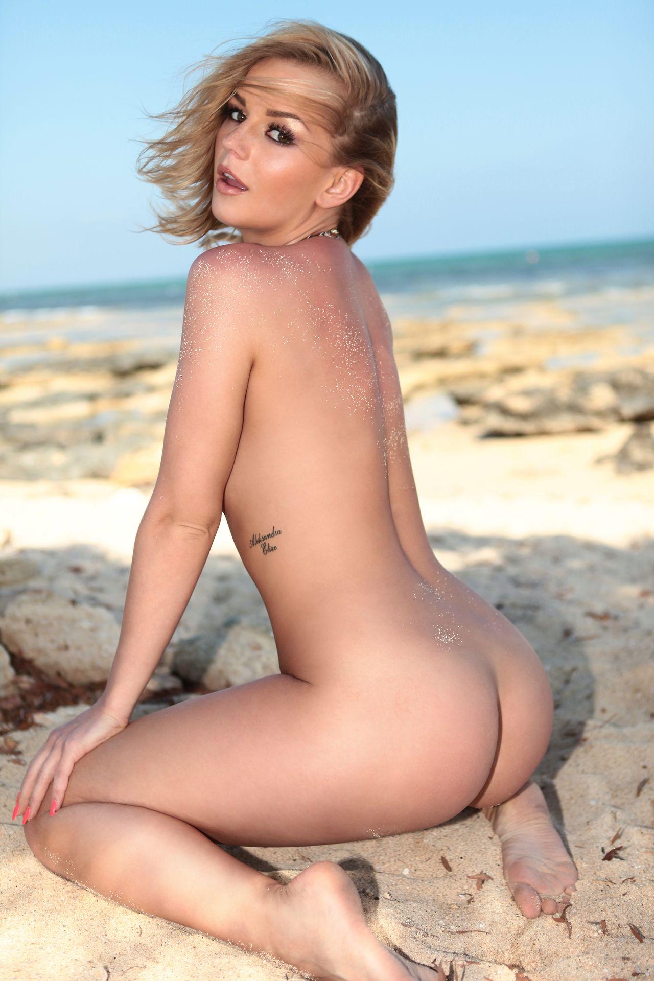 Barely Nude Sexy Porns 68