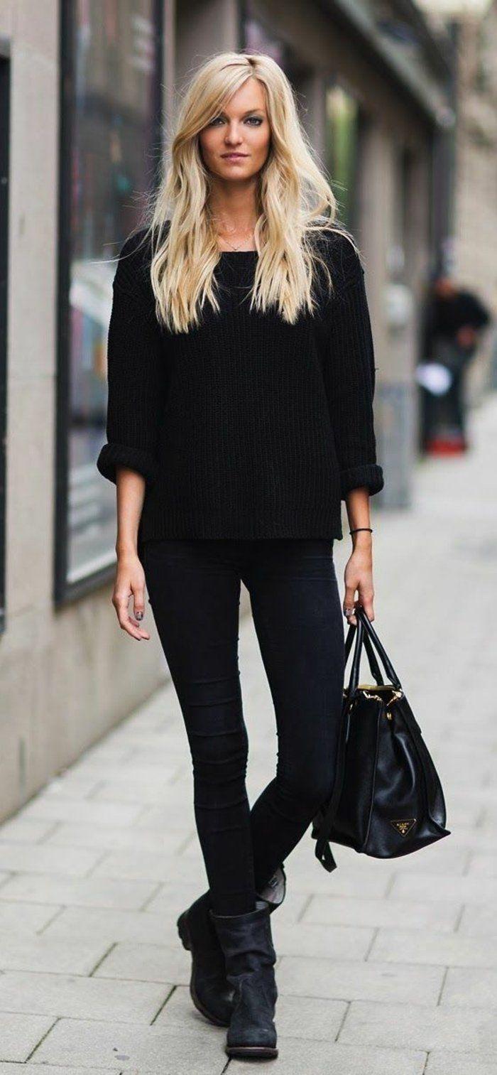 bottes noires qui vont avec un sac en cuir noir et denim noir