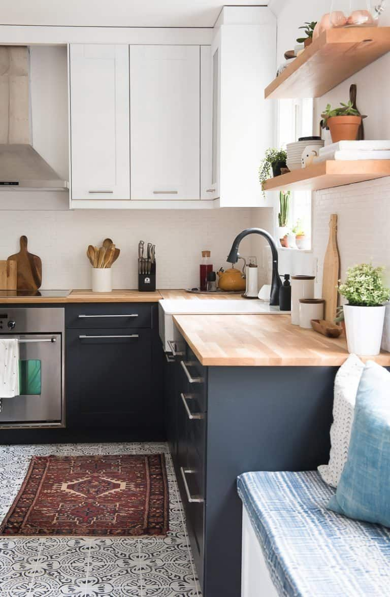 You can PAINT kitchen cabinets! It's easy and it can make wonders! #strandhuis