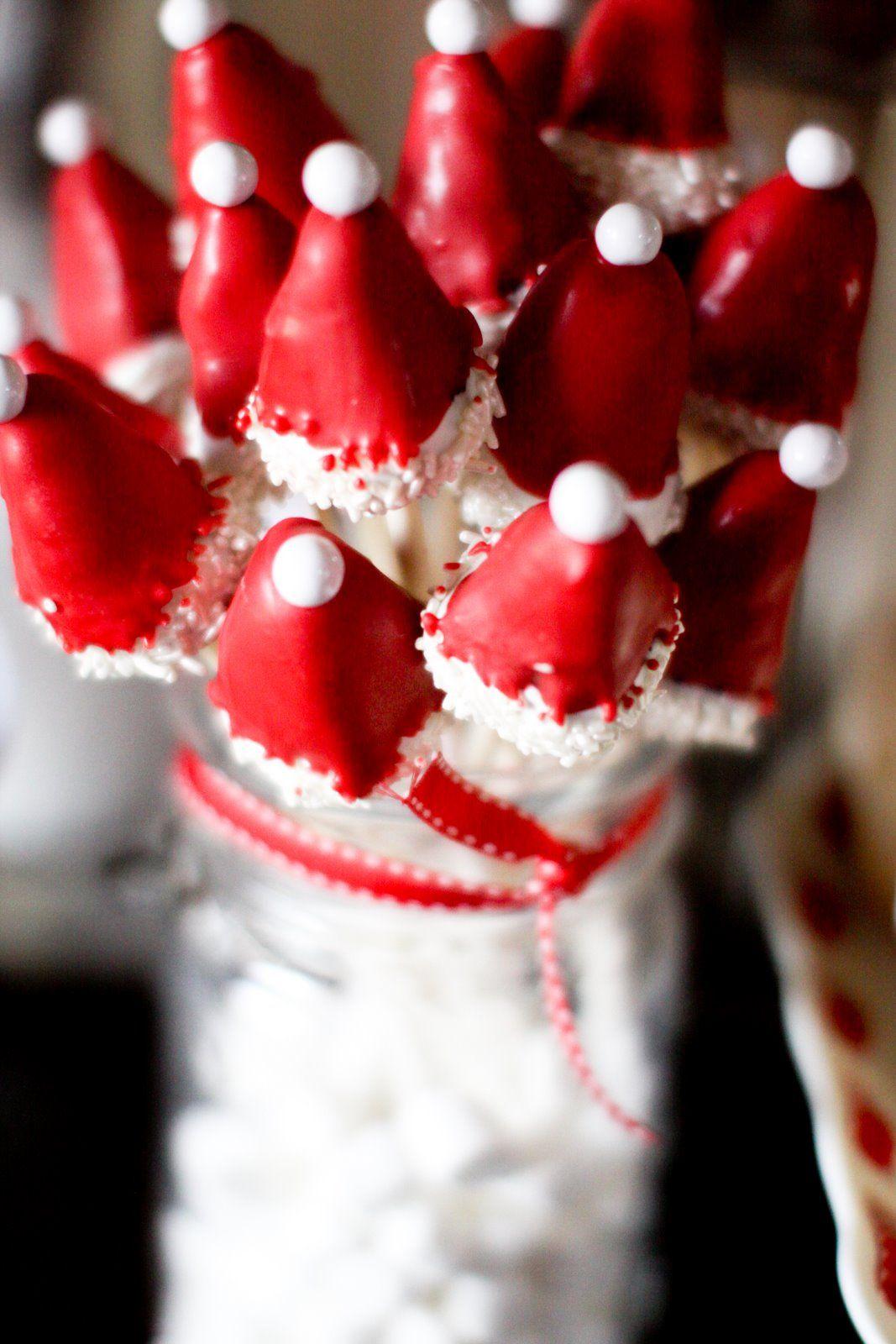 Santa Hat or Elf Hat Cake Pops - #holidayentertaining