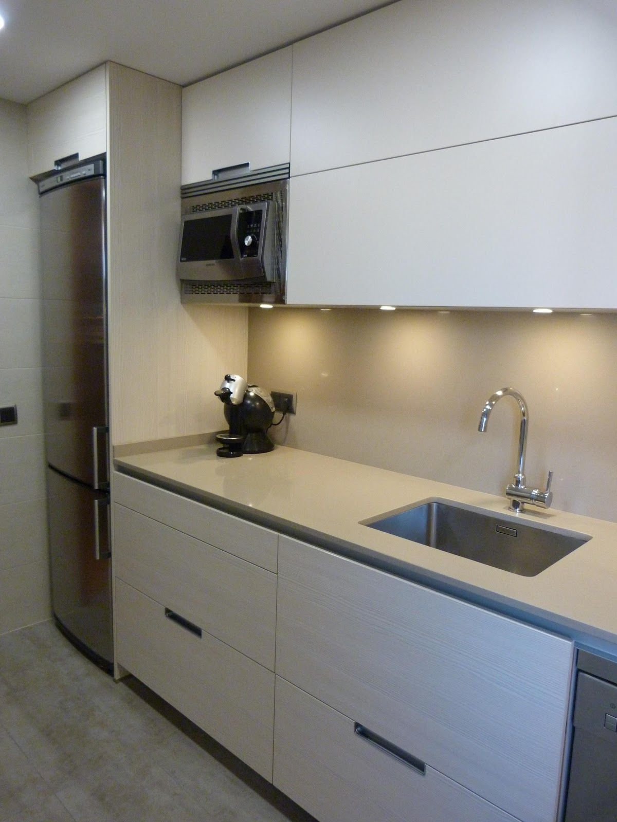 Reforma de cocina pequeña | High-tech and modern kitchens ...