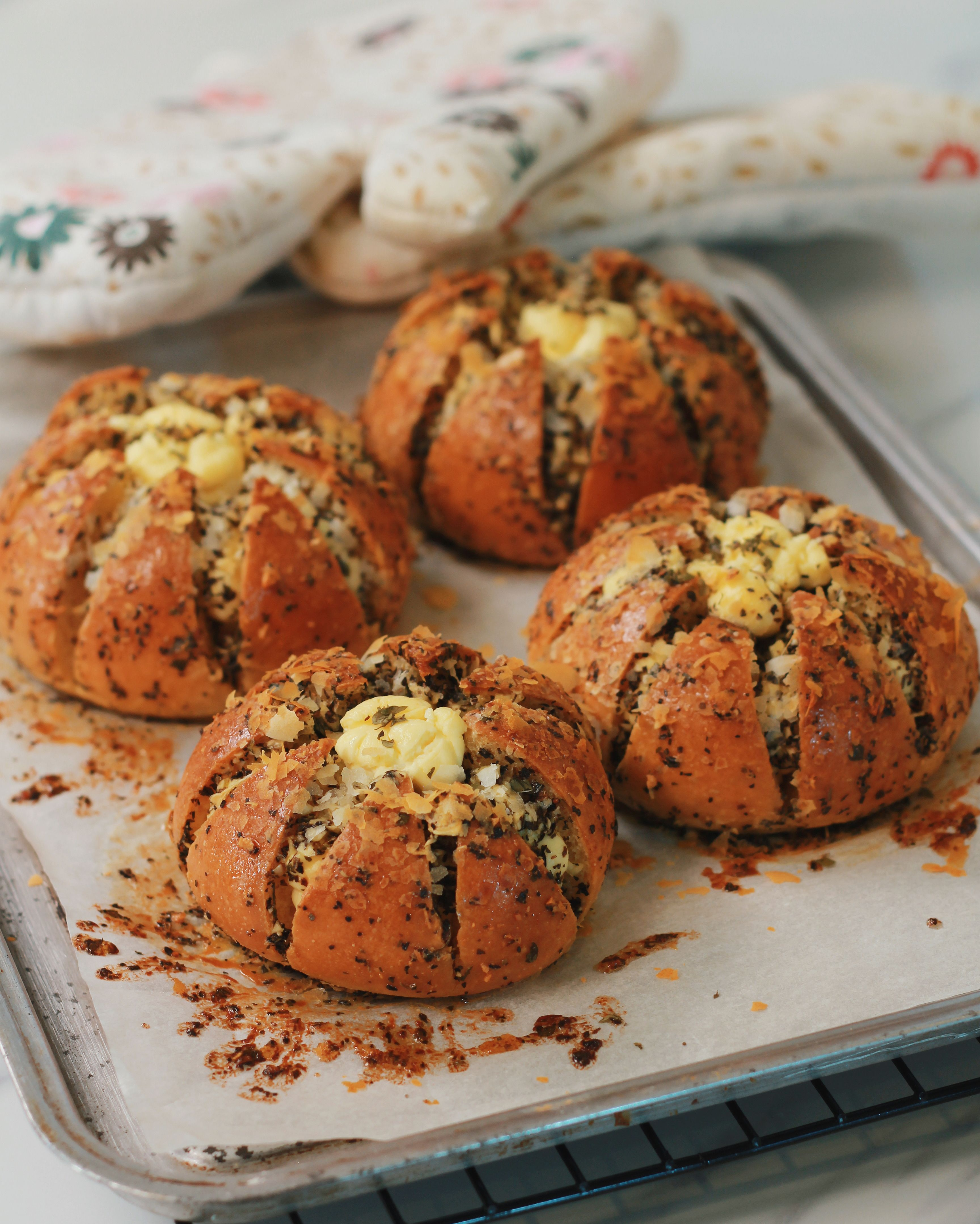 Cream Cheese Garlic Bread 육쪽마늘빵 Recipe In 2020 Garlic Cheese Bread Garlic Bread Cream Cheese Bread