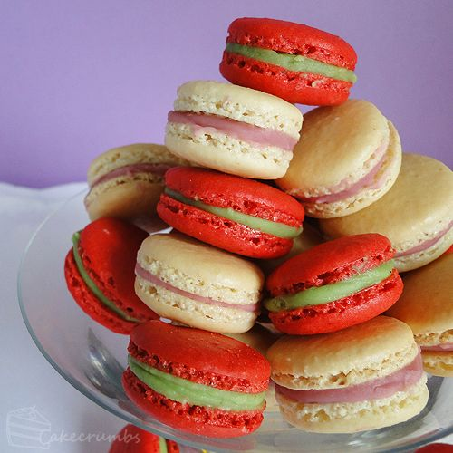 Red/green macarons! how awesome is that?!?