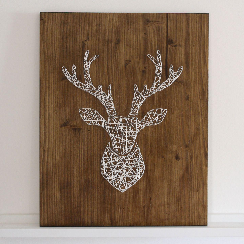 tableau t te de cerf en bois avec clous et ficelle tendue d corations murales par les secrets. Black Bedroom Furniture Sets. Home Design Ideas