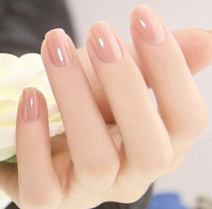 Esmalte color nude y brillo