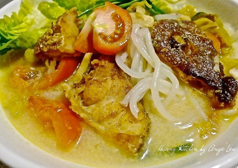 How To Cook Fish Head Noodle Soup Recipe Asian Soup Recipes Soup Recipes How To Cook Fish