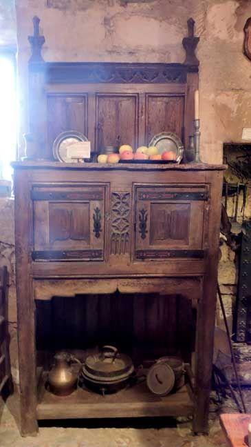 Gothic buffet falegname arredamento mobili tavole sedie for Arredamento stile gotico