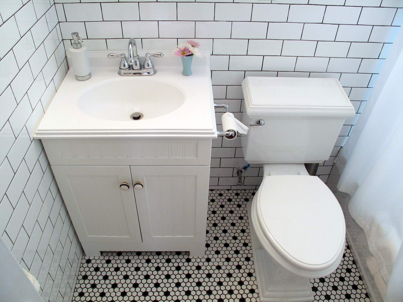 Vintage Black And White Floor Tile Bathroom Remodel Inspiration - Vintage wall mount bathroom sink for bathroom decor ideas