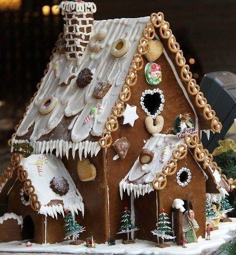 Maisons en pain d 39 pices des mod les des tutos gingerbread house pinterest les tutos - Kit maison en pain d epice ...