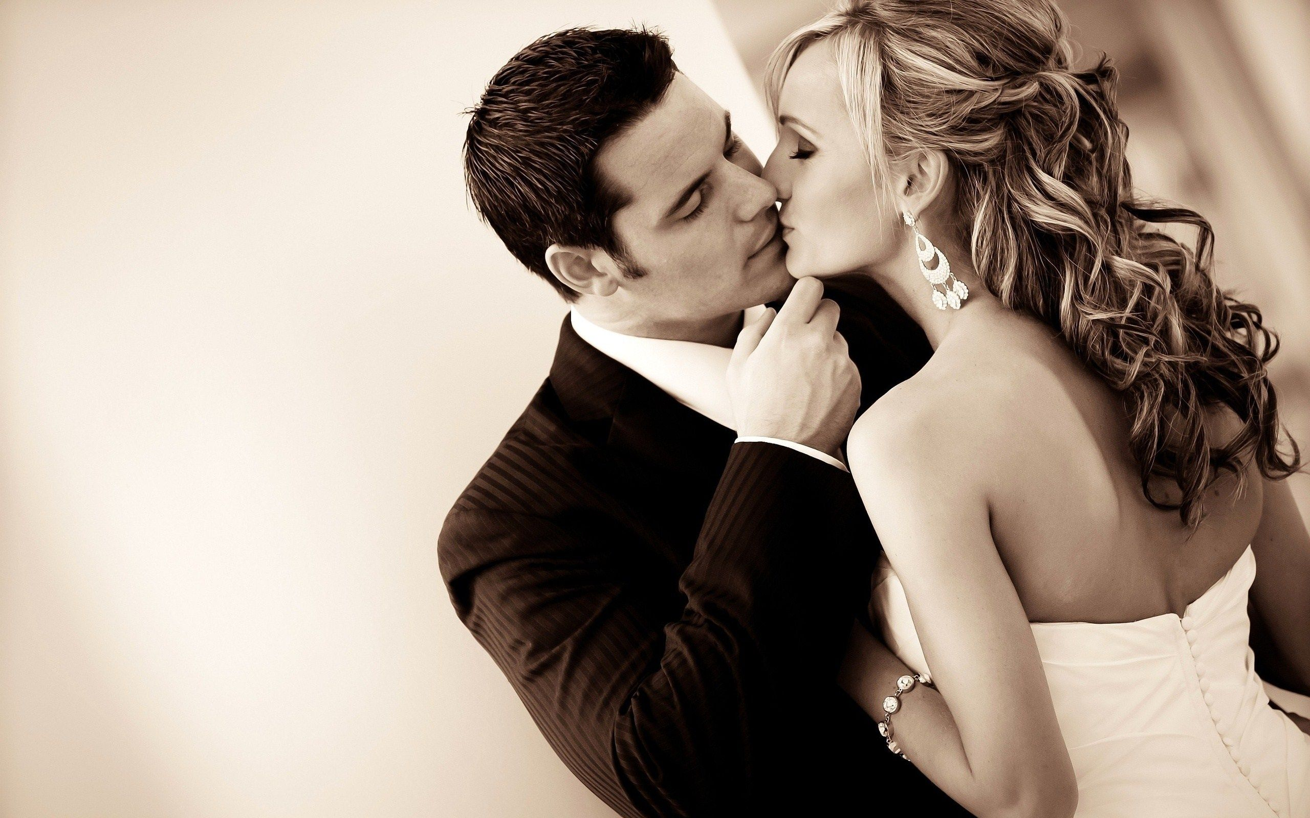 Couple Kissing Hd Wallpapers  Free Art Wallpapers -3047