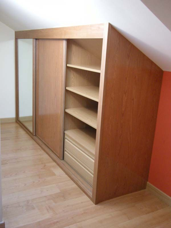 armario de buhardilla con interior en haya clara  TICOS en 2019  Bedroom loft Attic rooms y Attic closet