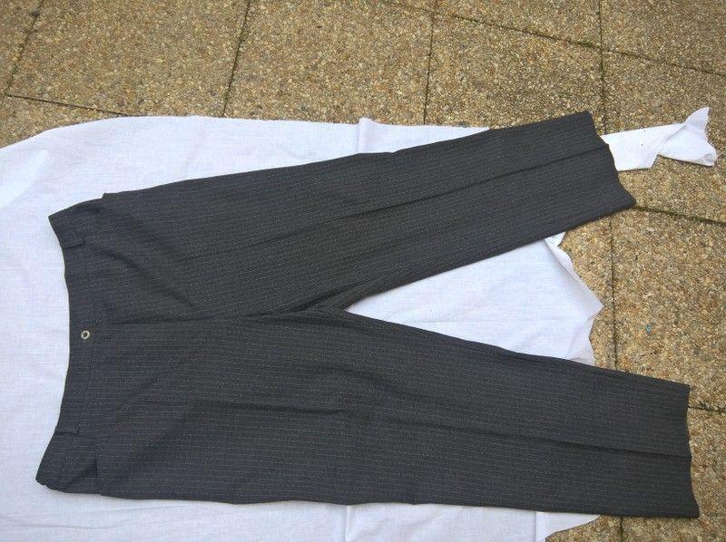 05c4a343663 Pantalon en lainage gris rayé - vinted.fr