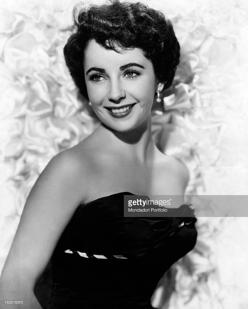 Actress Elizabeth Taylor Is Smiling Dressed In A Black Gown Elizabeth Taylor Eyes Elizabeth Taylor Young Elizabeth Taylor