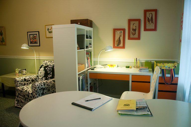 20 idee per usare gli scaffali IKEA come separè