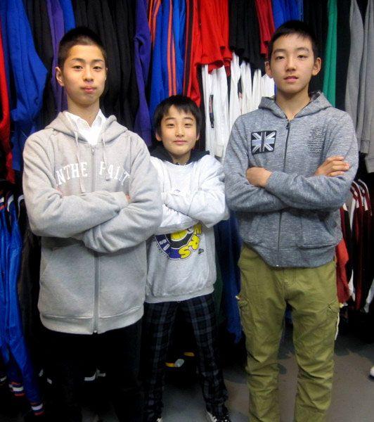 【新宿2号店】 2013年3月31日 全国ミニバス大会出場の島根代表大東ブラックスの皆様です!! 腕組みポーズがナイスです!! #nba