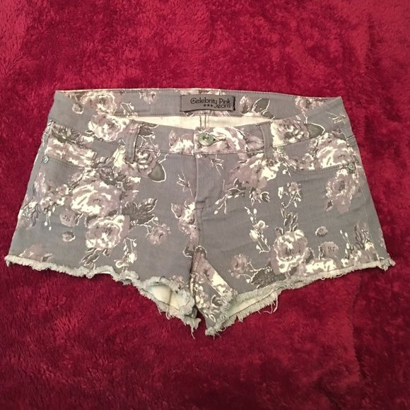 """FLORAL SHORTS BRAND NEW, NEVER WORN. WOMEN'S CELEBRITY PINK JEANS FLORAL PRINT SHORTS. STRETCHY MATERIAL & WAISTBAND. SIZE 3. SHORTS MEASURE 8"""" INCHES TOP TO BOTTOM IN FRONT AND 9.5"""" INCHES TOP TO BOTTOM IN BACK. Celebrity Pink Shorts Jean Shorts"""