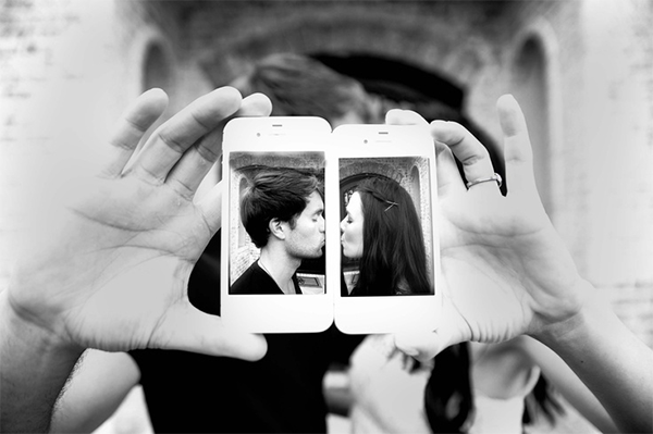Creative Ways To Announce Engagement: 24 Creative Photo Ideas To Announce Your Engagement