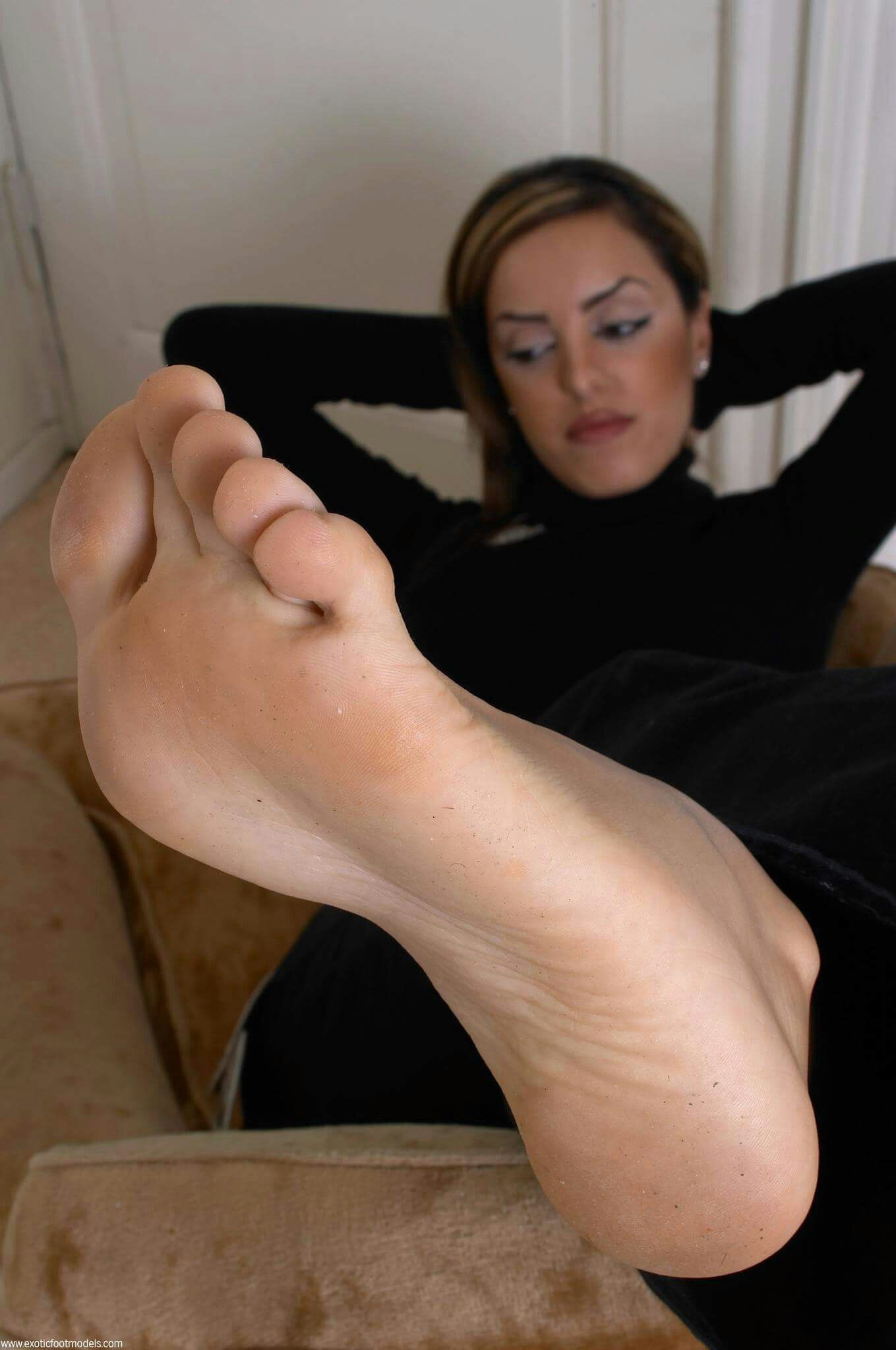 i want to be a foot slave