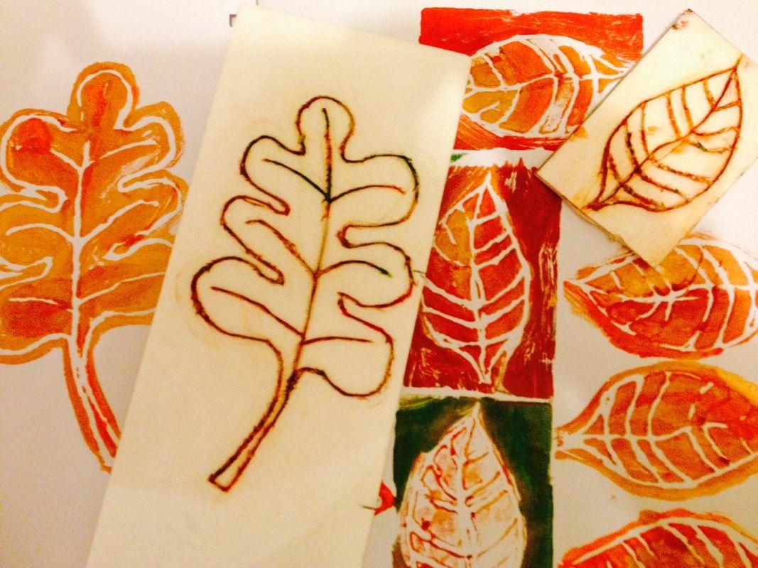 dessiner une forme de feuille sur un polystyr u00e8ne  barquette viande   mettre de la peinture avec