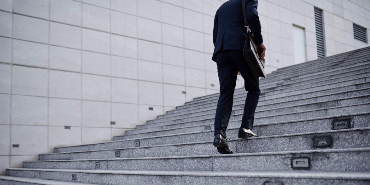 People dream of luxuries, financial success and more, but seldom plan their careers to make these dreams a reality. Here is an article which provides some valuable tips to successfully plan your career.