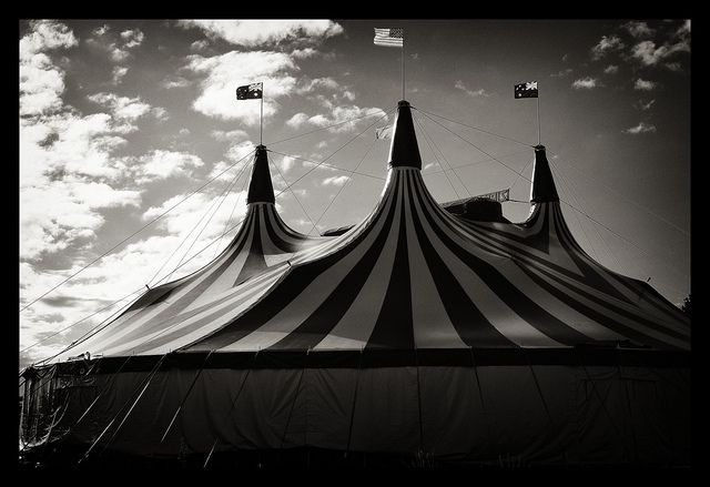 Le Cirque des Rêves : black and white circus tent - memphite.com