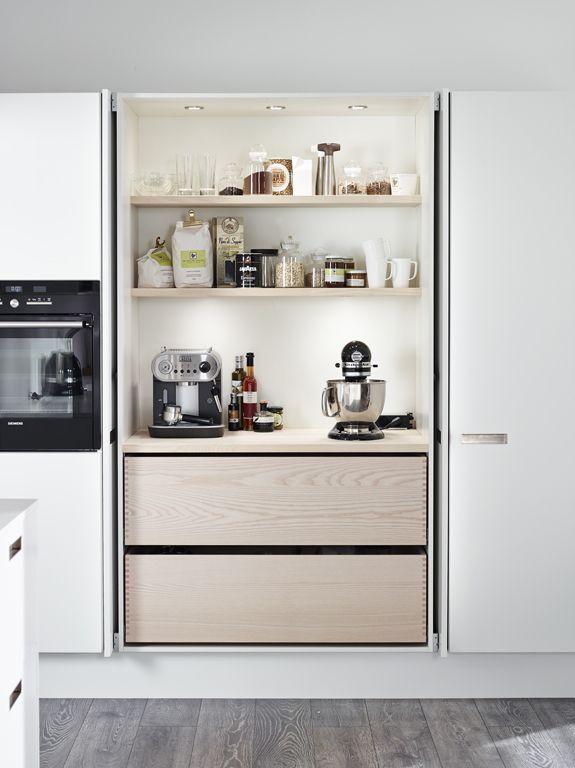une cuisine int gr e c est tellement chic cuisines porte escamotable et cuisiner. Black Bedroom Furniture Sets. Home Design Ideas