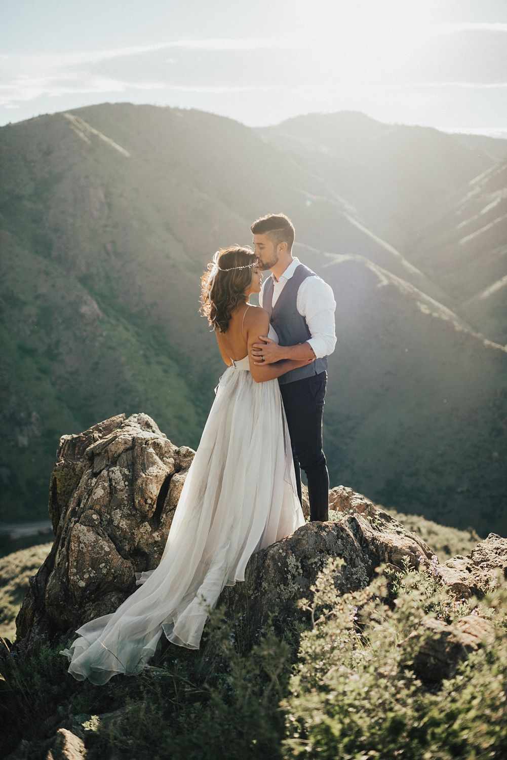 Boho Colorado mountain elopement in a Leanne Marshall