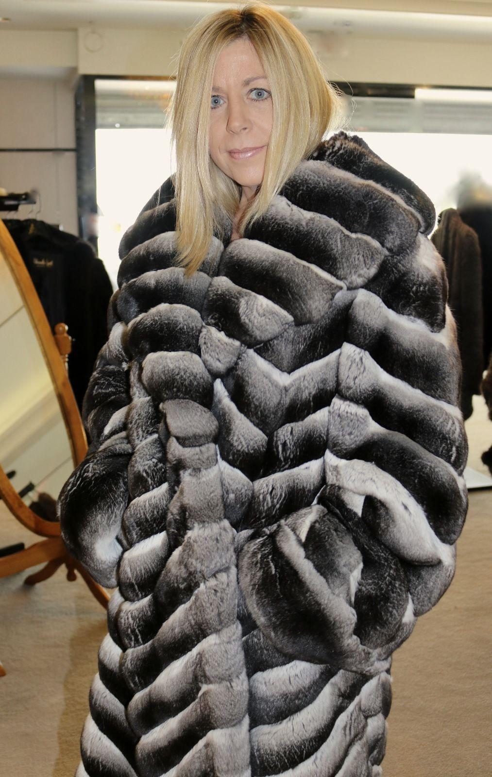 Lovely Chinchilla Fur Fashion Guide Furs Fashion Photo Gallery Chinchilla Fur Fur Coat Chinchilla Fur Coat