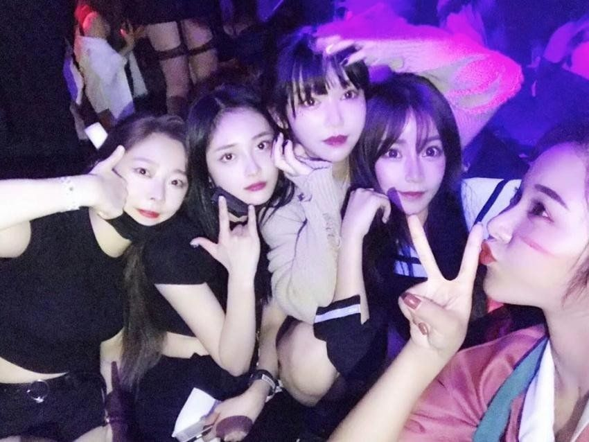 Pristin S Eunwoo And Kyulkyung Under Fire For Allegedly Going To A Night Club Night Club Pristin Entertainment News