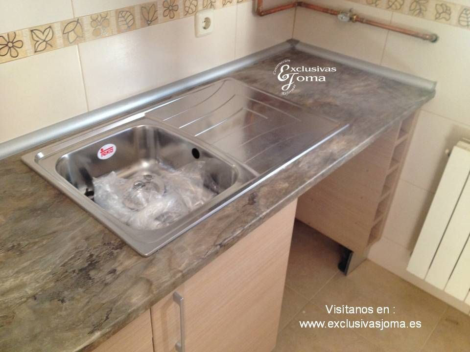 Muebles de cocina a medida en madera color haya jaspeado - Medida encimera cocina ...