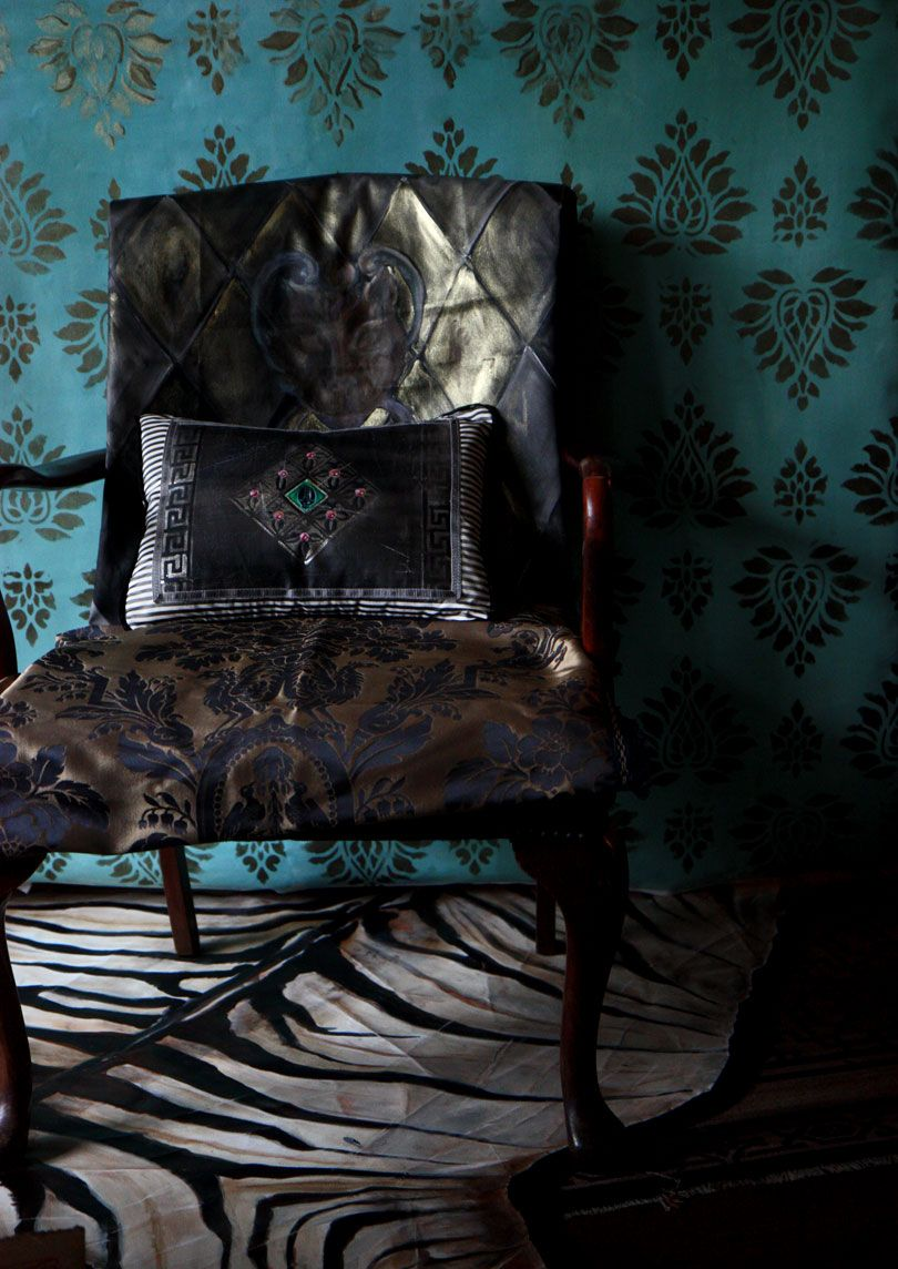 Gorgeous mix....black patterned fabrics and embossed teal walls