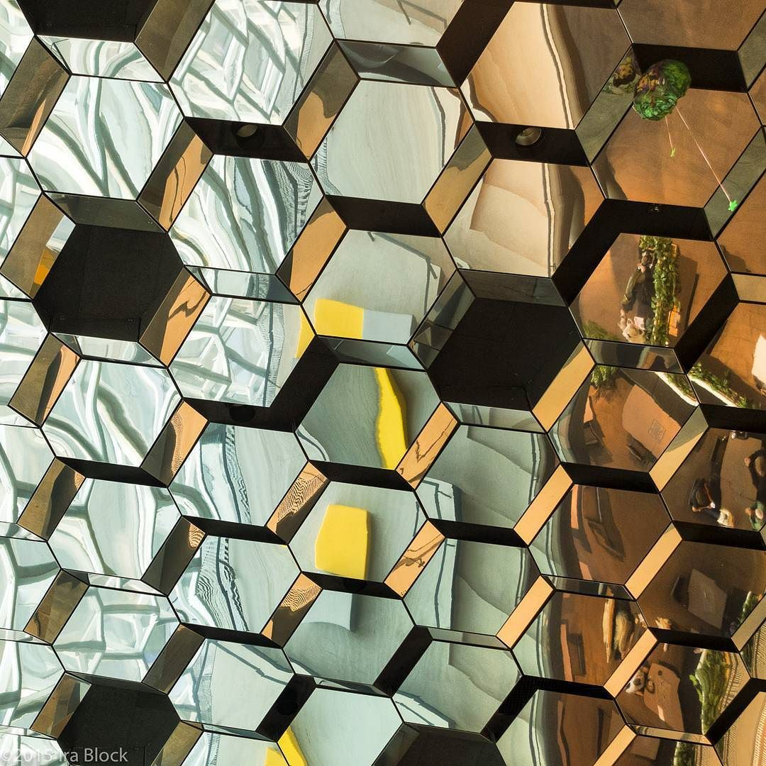 A giant beehive or an array of lenses? Neither this is a detail of the Harpa a cocert hall and conference center here in Reykjavik Iceland.  @thephotosociety @natgeocreative #reykjavik #iceland #harpa #beehive #graphic #sonyalpha #sonyrx100m4 by irablockphoto