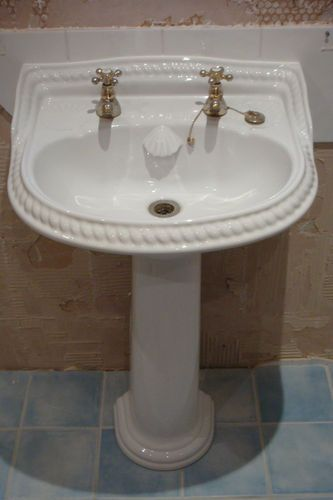 ROPE EFFECT/SEASHELL TRADITIONAL STYLE BATHROOM SINK AND TOILET |