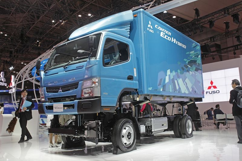 Mitsubishi Fuso Canter Eco Hybrid Truck Slated For Fall Release Hybrid Trucks Trucks Hybrid Car