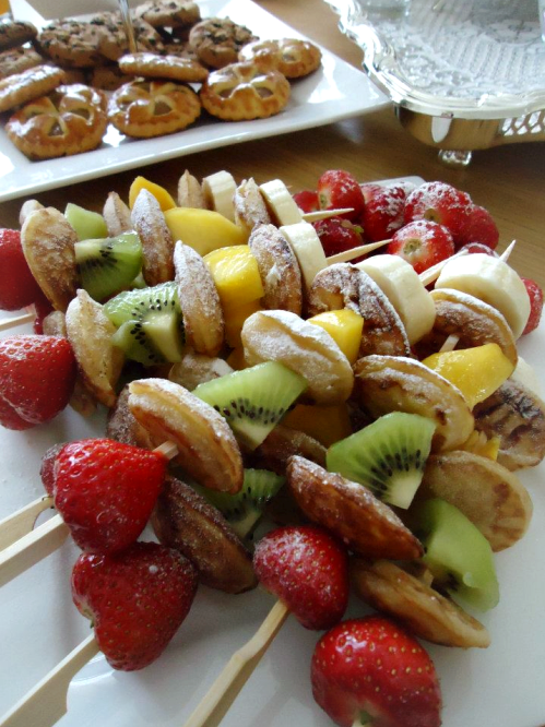 Spiesjes met poffertjes en fruit