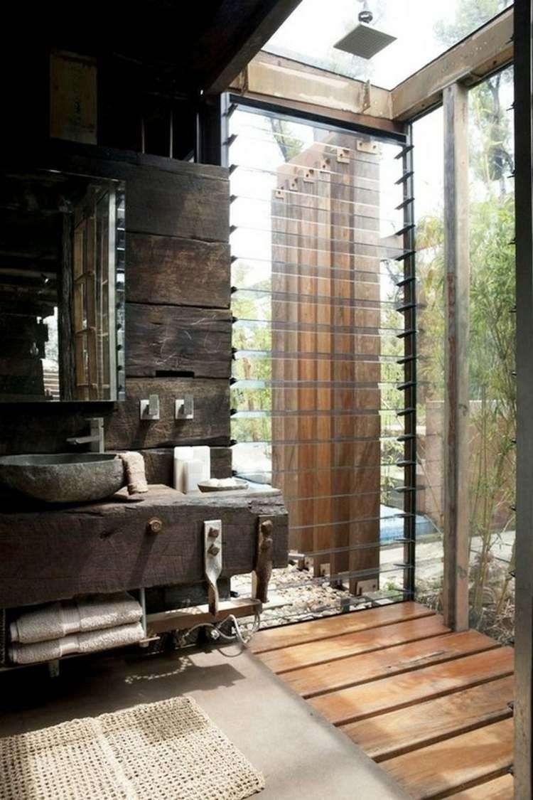 Petite Salle De Bains De Style Rustique Avec Douche Ouverte Et Vasque En  Pierre