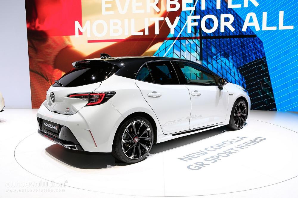 Toyota Corolla Gr Sport And Corolla Trek Wear Makeup To Geneva 2019 Autoevolution Toyota Corolla Honda Civic Hatchback Civic Hatchback