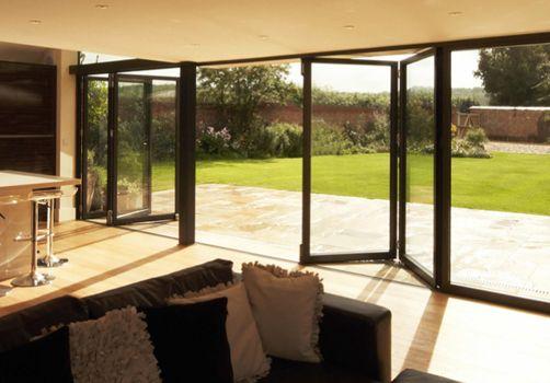 Puertas plegables de aluminio window world puertas for Puertas para patio exterior