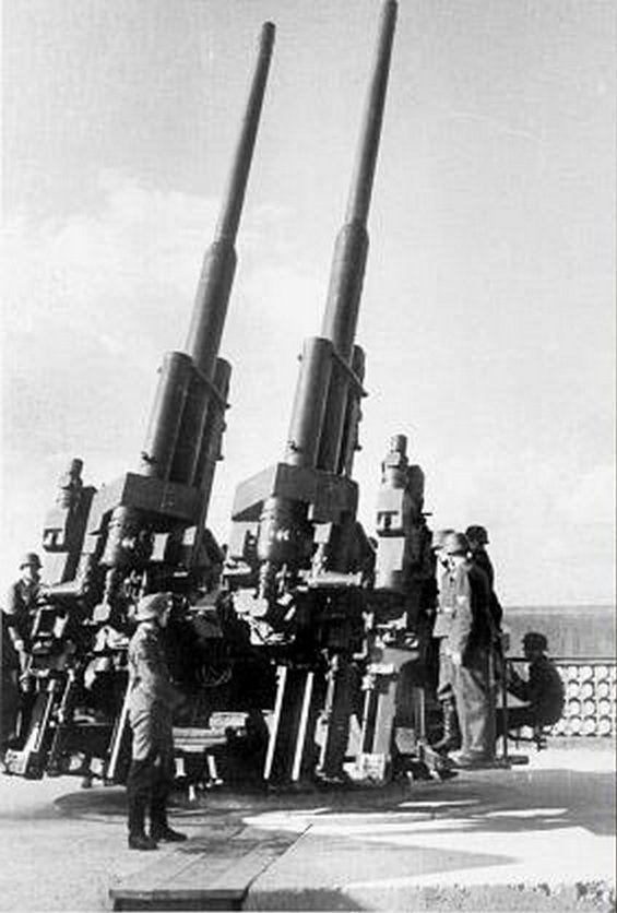 One of four 12.8 cm 'Flak 40' ...