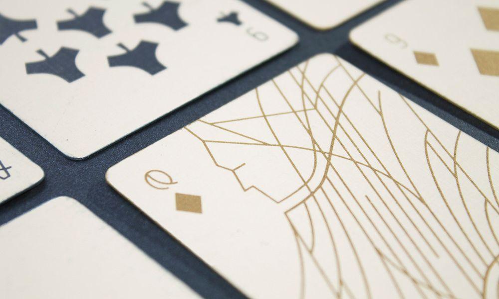 Cartes A Jouer Epurees Par Krisztina Berta Design Graphisme Card Game